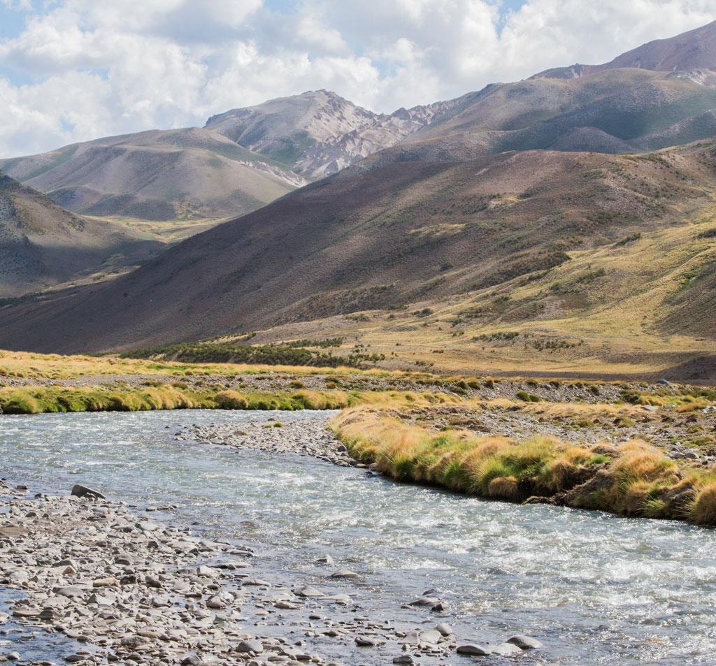 Paysage incroyable du Nord de la Patagonie, perdu quelque part dans les Andes.