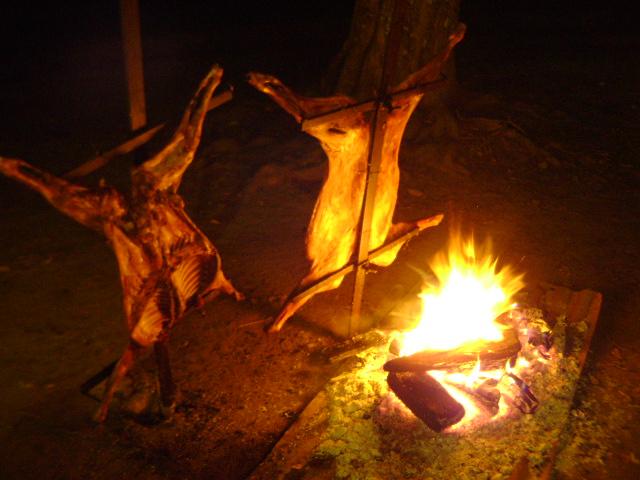 """""""Chivito a la llama"""", typique repas des gauchos"""
